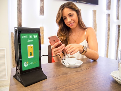 Cargador de móviles para bares